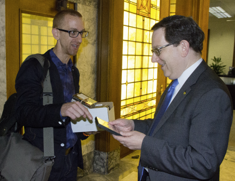 Brian McWhorter (left) meets with UO President Michael Schill